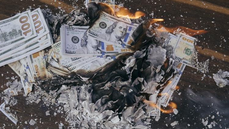 ott az emberek pénzt keresnek)
