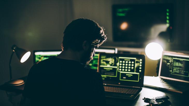 pénzt kereső hackerek)