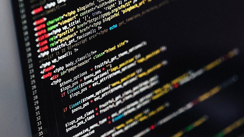 mennyit kereshet egy programozó az interneten)