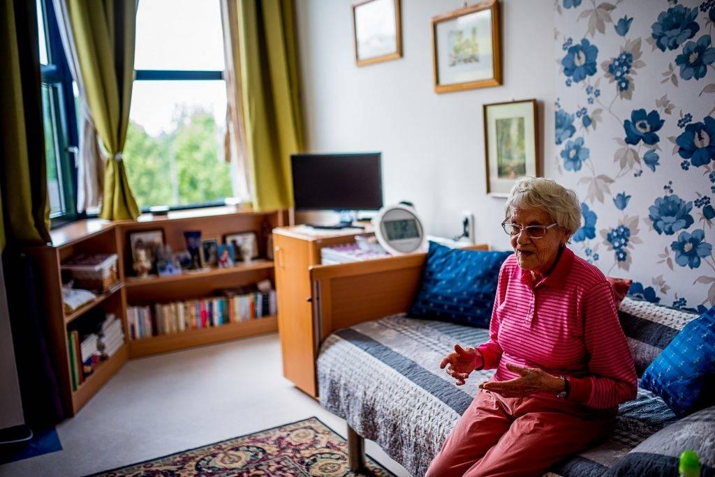 hogyan kereshet pénzt a nyugdíjas otthon bináris opciókat keresünk hétvégén